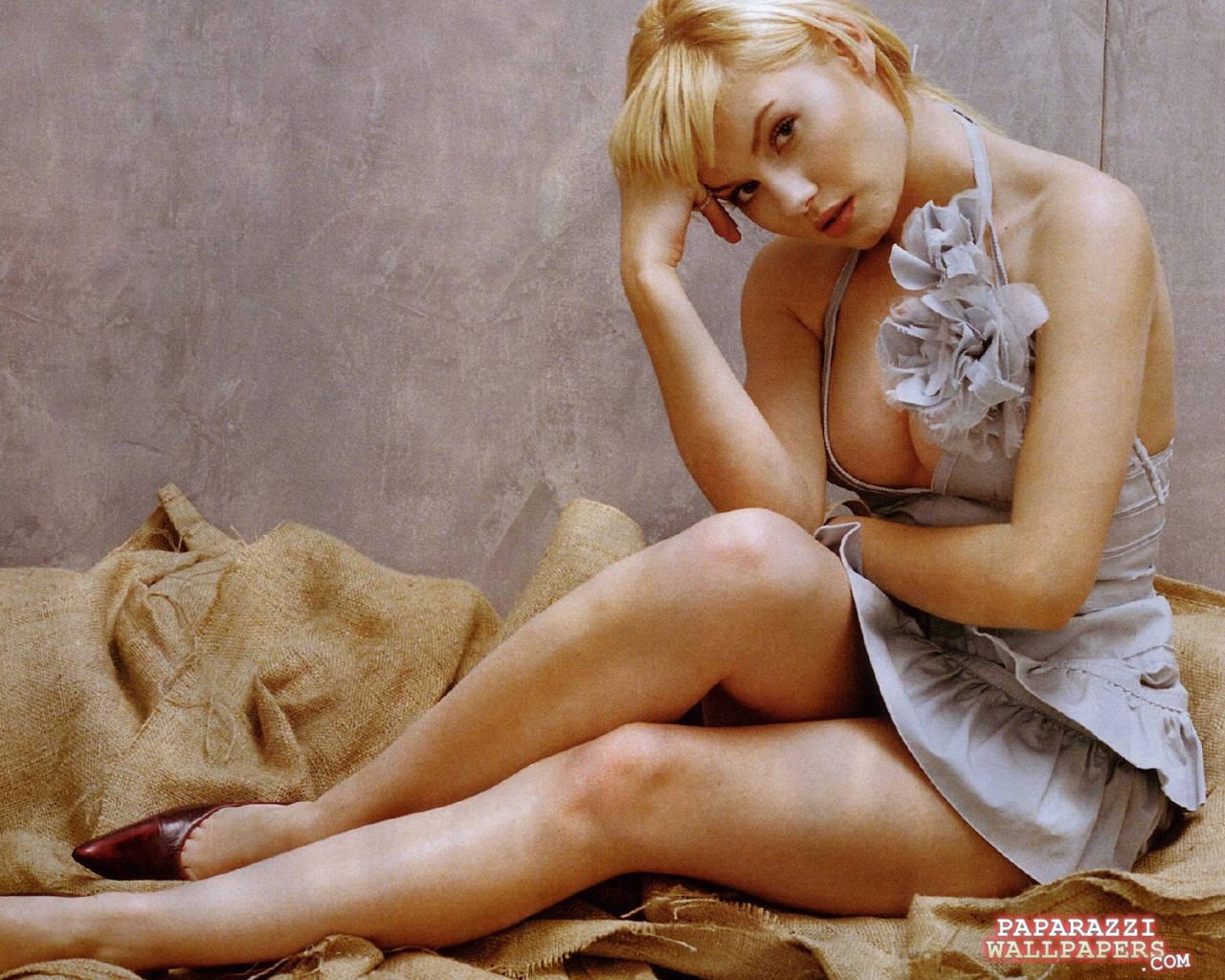 http://www.paparazziwallpapers.com/data/media/11/elisha_cuthbert_wallpapers_063.jpg